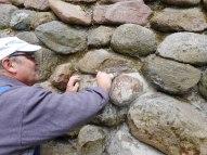 Einpassen eines Steines